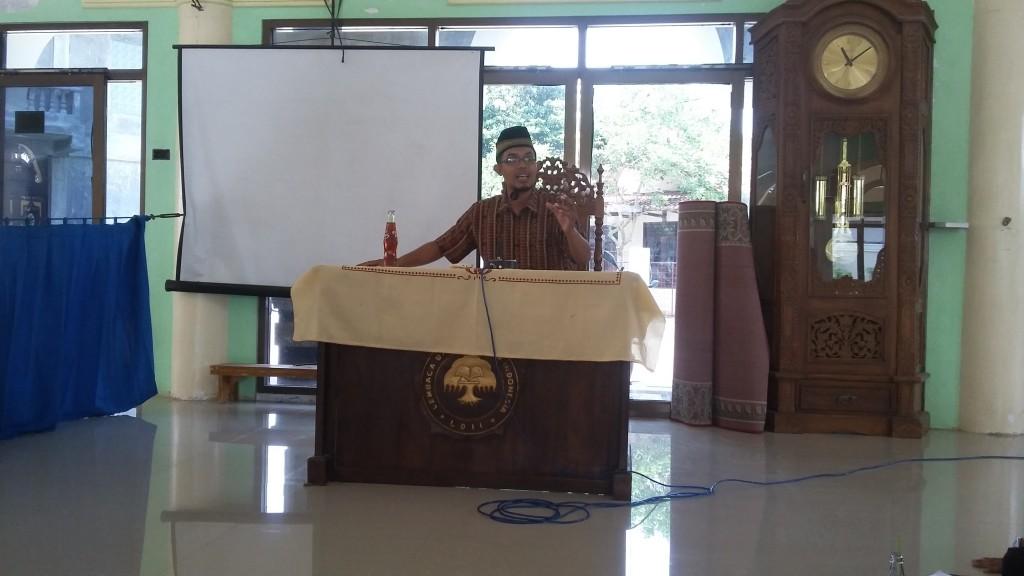 Ridwan Saifudin menyampaikan materi didepan mahasiswa LDII