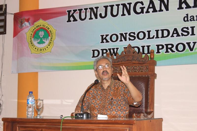 Ir Prasetyo Sunaryo memberikan pengarahan pada kunker ke LDII Lampung