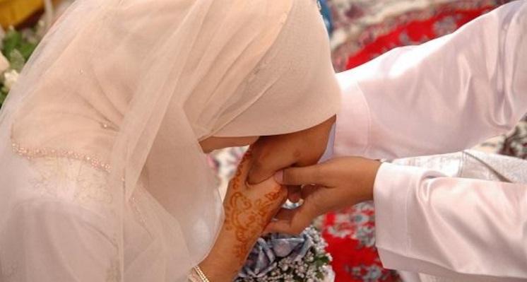 istri taat kepada suami