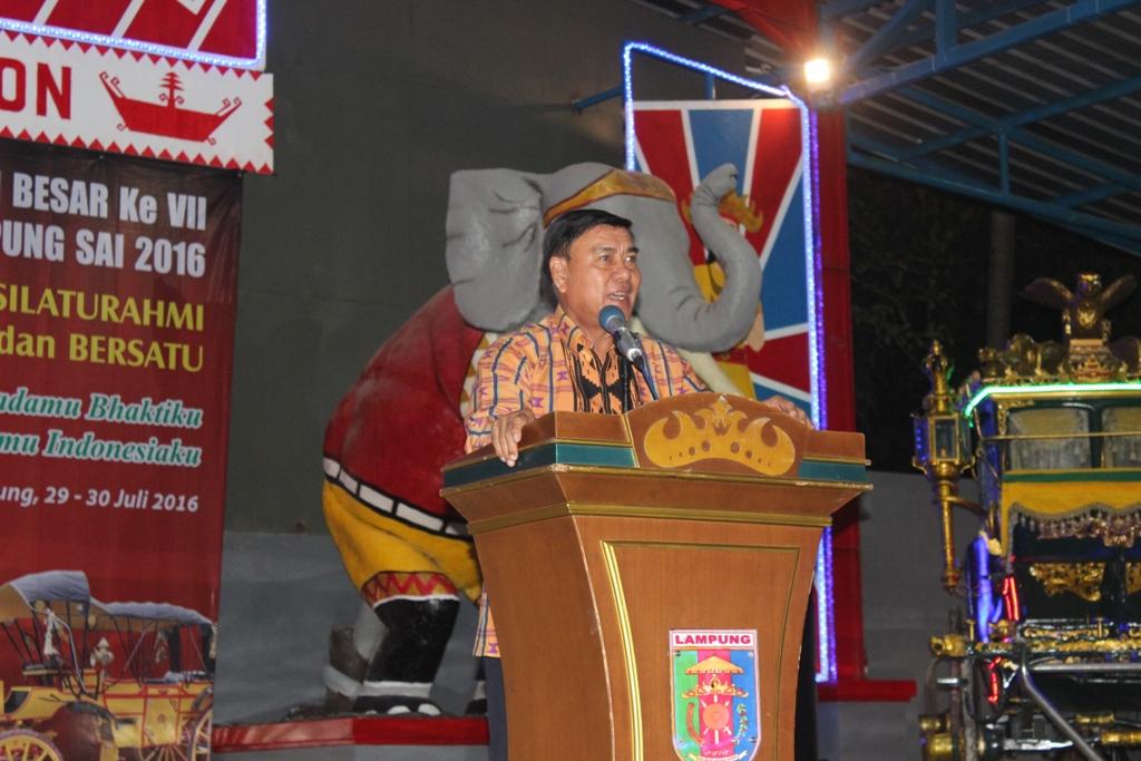 Sjachroedin ZP memberikan sambutan dalam halal bihalal lampung sai