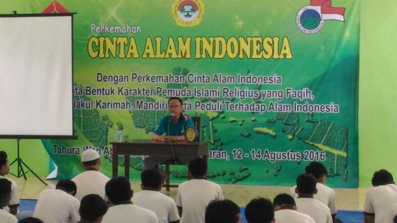 yaumil khair ketua dpd ldii bandar lampung saat memberikan materi dihadapan peserta camping cai bandar lampung