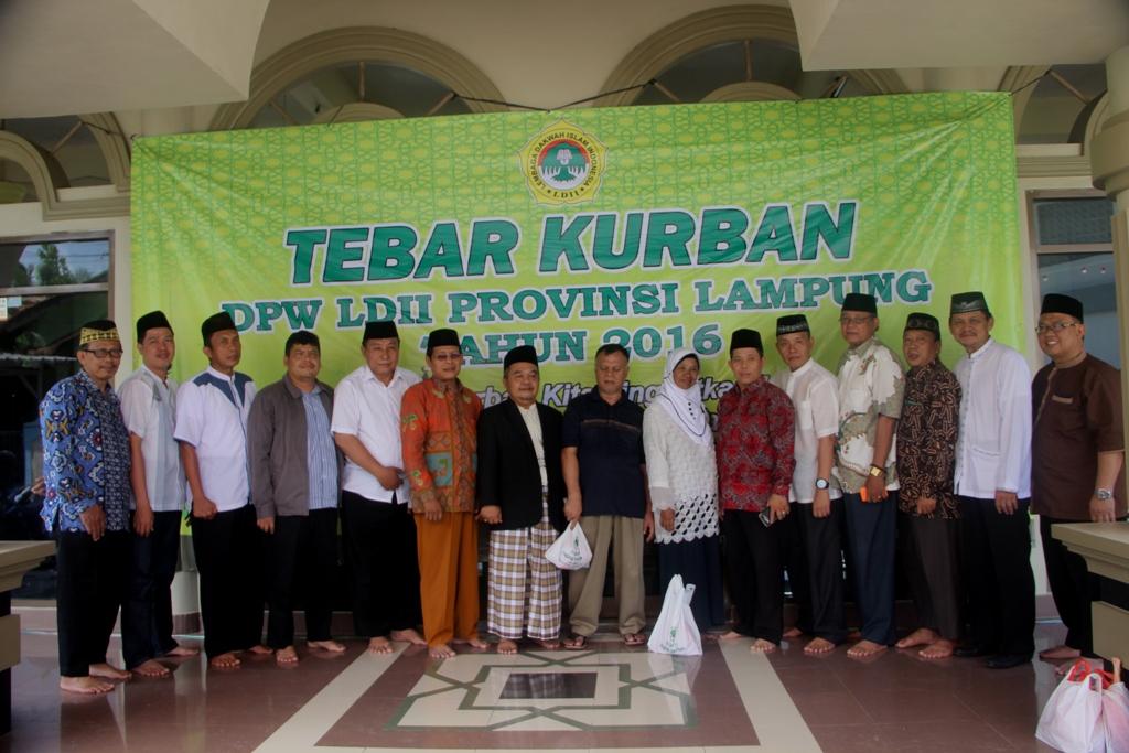 foto-bersama-tebar-kurban-dpw-ldii-provinsi-lampung