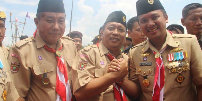 Heri Sensustadi Pinsako SPN Lampung dan Hidayat Habibullah Anggota Mabisako SPN Lampung menyalami Ridho usai melaksanakan upacara