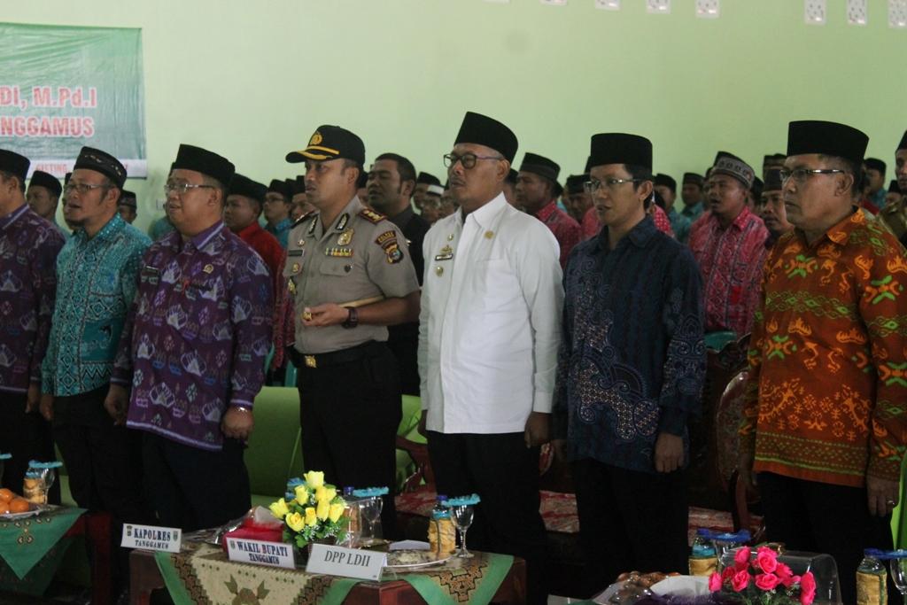 Wakil Bupati Tanggamus didampingi Kapolres dan Pengurus DPP dan DPW LDII menyaksikan pengukuhan LDII Tanggamus