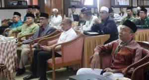 Drs Heri (barisan depan batik hijau) bersama SC dan OC RAKORDA MUI se-Sumbagsel