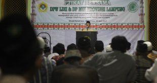 Bupati Pringsewu Sujadi Saddat memberikan sambutan pada Itikaf LDII - MUI Lampung