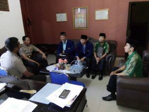 Pengurus LDII sedang berbincang dengan Wakapolres Lampung Selatan