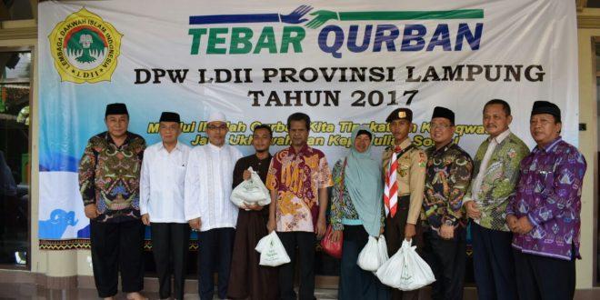 Jajaran MUI, LDII saat memberikan santunan tebar kurban DPW LDII Provinsi Lampung